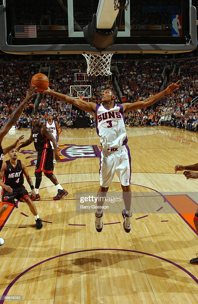 boris-diaw-of-the-phoenix-suns-rebounds-