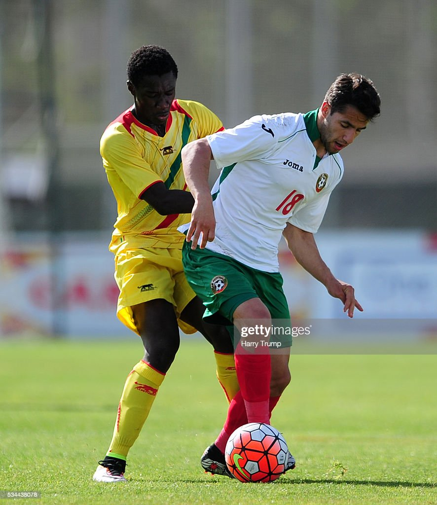 Borislav Tsonev of Bulgaria is tackled by Diadie Samassekou of Mali during the Toulon Tournament match between Mali and Bulgaria at the Stade Leo Lagrange on May 26, 2016 in Toulon, France.