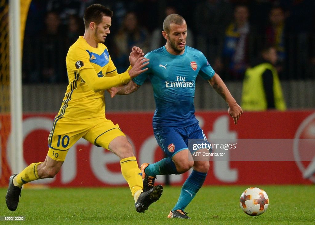 Borisov's midfielder from Montenegro Mirko Ivanic (L) and Arsenal's midfielder from England Jack Wilshere vie for the ball during the UEFA Europa League Group H football match between FC BATE Borisov and Arsenal FC in Borisov, outside Minsk, on September 28, 2017. / AFP PHOTO / Maxim MALINOVSKY