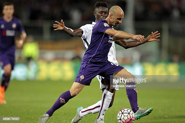Borja Valero of ACF Fiorentina battles for the ball with Amadou Diawara of Bologna FC during the Serie A match between ACF Fiorentina and Bologna FC...