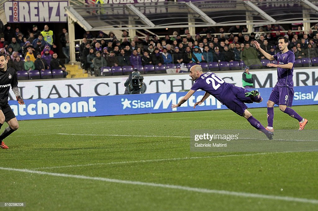 <a gi-track='captionPersonalityLinkClicked' href=/galleries/search?phrase=Borja+Valero&family=editorial&specificpeople=4821853 ng-click='$event.stopPropagation()'>Borja Valero</a> of ACF Fiorentina scores a goal during the Serie A match between ACF Fiorentina and FC Internazionale Milano at Stadio Artemio Franchi on February 14, 2016 in Florence, Italy.