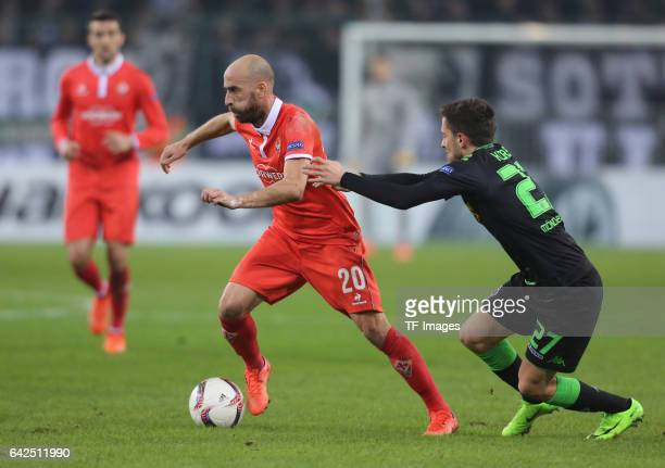 Borja Valero of Fiorentina and Julian Korb of Moenchengladbach battle for the ball during the UEFA Europa League Round of 32 first leg match between...