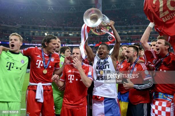 FUSSBALL CHAMPIONS Borussia Dortmund FC Bayern Muenchen Champions League Sieger 2013 FC Bayern Muenchen Manuel Neuer Daniel van Buyten Franck Ribery...