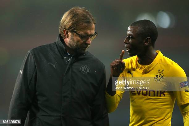 Borussia Dortmund manager Jurgen Klopp chats with Adrian Ramos after the match