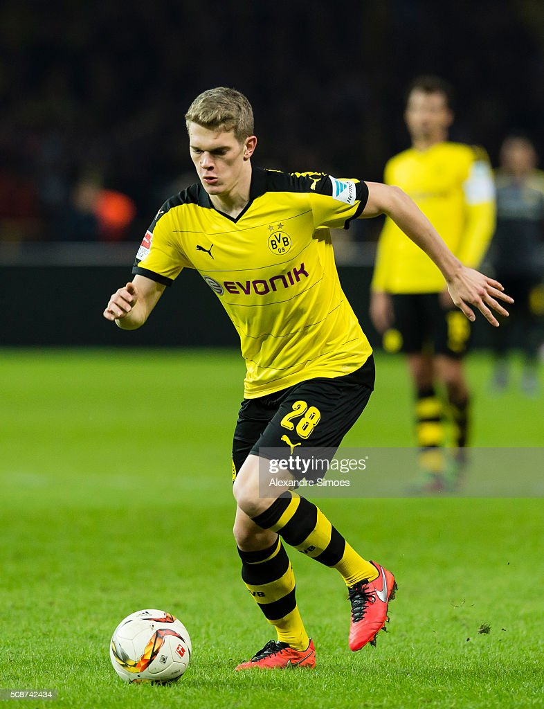 Borussia Dortmund's Matthias Ginter in action during the Bundesliga match between Hertha BSC and Borussia Dortmund at Olympiastadion on February 06, 2016 in Berlin, Germany.