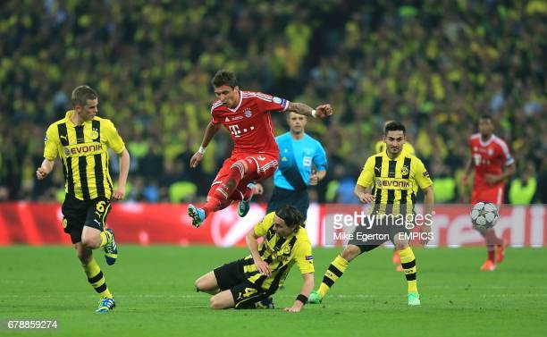 Borussia Dortmund's Neven Subotic and Bayern Munich's Mario Mandzukic battle for the ball