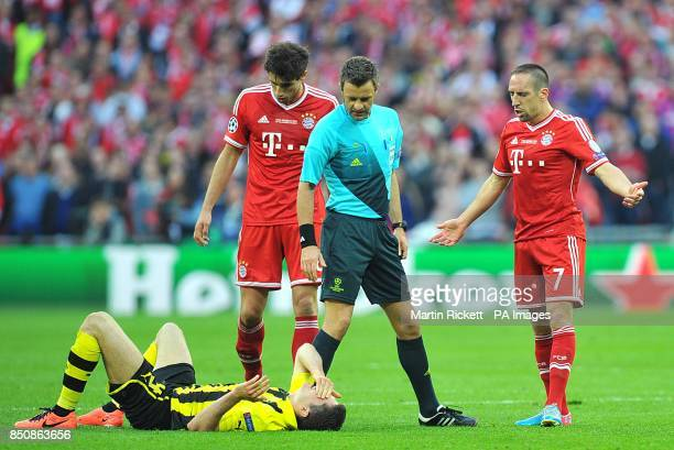 Borussia Dortmund's Robert Lewandowski lays on the floor as Bayern Munich's Franck Ribery appeals to referee Nicola Rizzoli