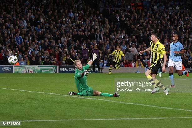 Borussia Dortmund's Robert Lewandowski misses an opportunity on goal
