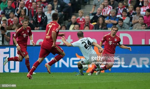 BorussiaSpieler Tony Jantschke und die BayernSpieler Bastian Schweinsteiger Franck Ribery und Philipp Lahm kaempfen beim BundesligaSpiel zwischen dem...