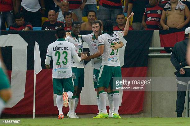 Boselli and players of Leon celebrates a scored goal during a match between Flamengo and Leon as part of Copa Bridgestone Libertadores 2014 at...