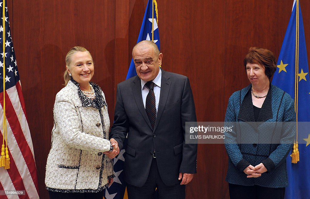 Bosnia and Herzegovina's Prime Minister Vjekoslav Bevanda (C) and US Secretary of State, Hillary Clinton (L) shake hands at US Embassy in Sarajevo before a joint meeting with EU Secretary of Foreign Affairs, Catherine Ashton (R), on October 30, 2012. Clinton said that Bosnia's entry into the European Union and NATO would be the best way to ensure lasting stability for the war-scarred Balkans nation. AFP PHOTO ELVIS BARUKCIC