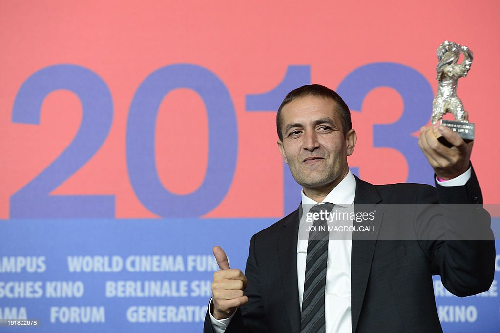 Bosnian actor Nazif Mujic holds the Silver Bear for Best Actor he received for the film 'Epizoda u zivotu beraca zeljeza' (An episode in the life of an iron picker) during a press conference following the 63rd Berlinale awards ceremony in Berlin on February 16, 2013. AFP PHOTO / JOHN MACDOUGALL