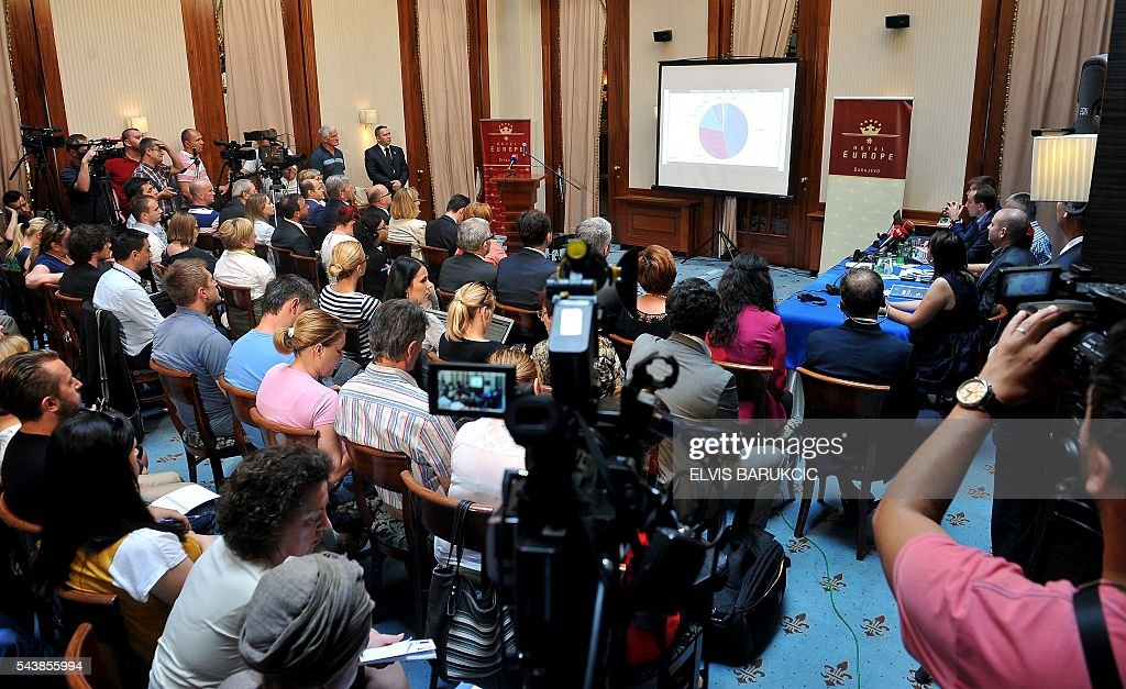 Bosnian media attend a presentation of the results of the 2013 census in Sarajevo on June 30, 2016. Bosnian Agency for Statistics presented the results of the country's census, conducted in 2013. Long delay in finalizing the results of the 2013 census was caused by political disputes and attempts of imposition of political agendas deviating from standard procedures in processing of the data gathered in field. / AFP / ELVIS