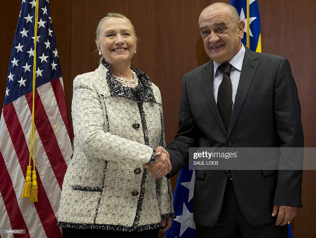 Bosnian Prime Minister Vjekoslav Bevanda (R) shakes hands with US Secretary of State Hillary Clinton at the US Embassy in Sarajevo, in Bosnia and Herzegovina, on October 30, 2012. US Secretary of State Hillary Clinton was set to meet Bosnian leaders at the start of a Balkans tour during which she is expected to push them to overcome ethnic divisions to achieve European Union and NATO membership and seal peace. AFP PHOTO / POOL / Saul LOEB