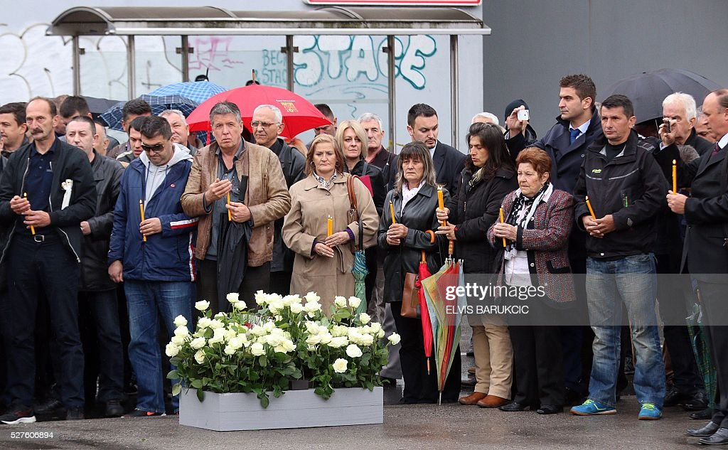 Bosnian Serbs, family members and relatives attend a ceremony in Sarajevo, on May 3, 2016, in tribute to the victims of the incidents occurred on Sarajevo's Dobrovoljacka Street on May 3, 1992, between Yugoslav People's Army (JNA) and Bosnian forces. / AFP / ELVIS