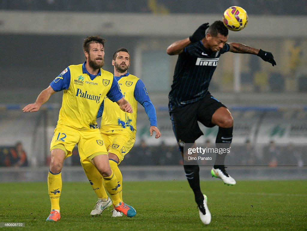 <a gi-track='captionPersonalityLinkClicked' href=/galleries/search?phrase=Bostjan+Cesar&family=editorial&specificpeople=2084483 ng-click='$event.stopPropagation()'>Bostjan Cesar</a> (L) of Chievo Verona competes with Juan Jesus of Internazionale Milano during the Serie A match between AC Chievo Verona and FC Internazionale Milano at Stadio Marc'Antonio Bentegodi on December 15, 2014 in Verona, Italy.