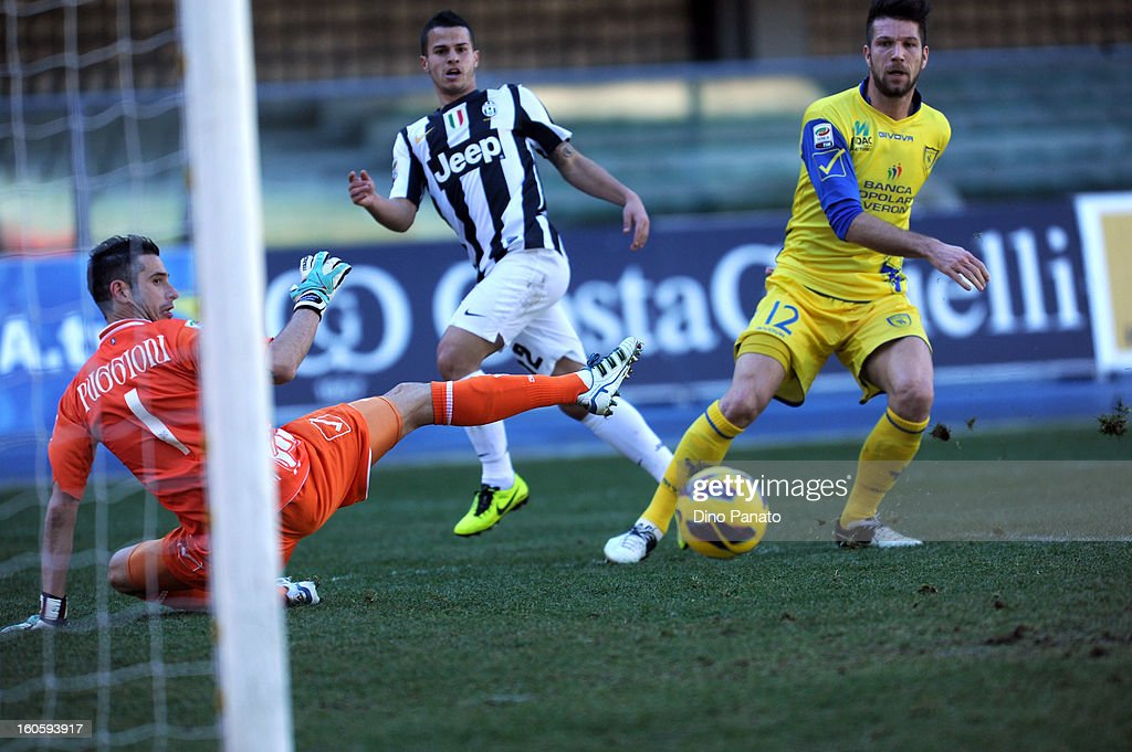 Bostjan Cesar (R) of Chievo Verona competes with Sebastian Giovinco of Juventus during the Serie A match between AC Chievo Verona and Juventus FC at Stadio Marc'Antonio Bentegodi on February 3, 2013 in Verona, Italy.