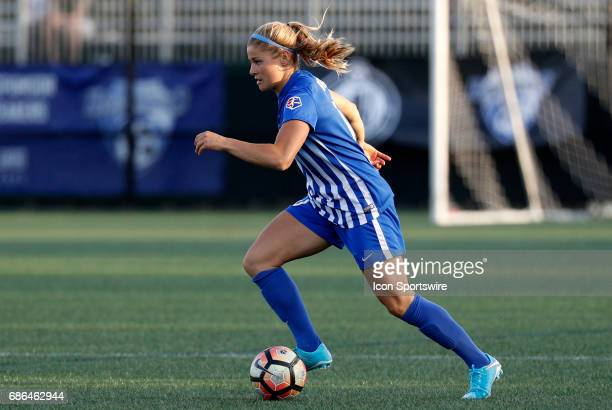 Boston Breakers midfielder Rosie White dribbles the ball during an NWSL regular season match between the Boston Breakers and Portland Thorns FC on...