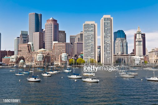 ボストンの街並み、ハーバーに停泊するヨットブルースカイ