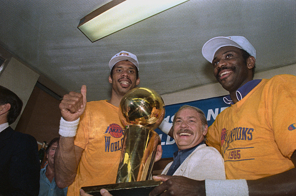 Lakers Receiving Trophy : News Photo