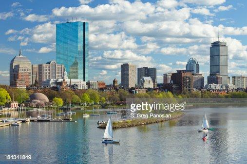 Boston ,MA 日の街並みとバックベイ、ヨット
