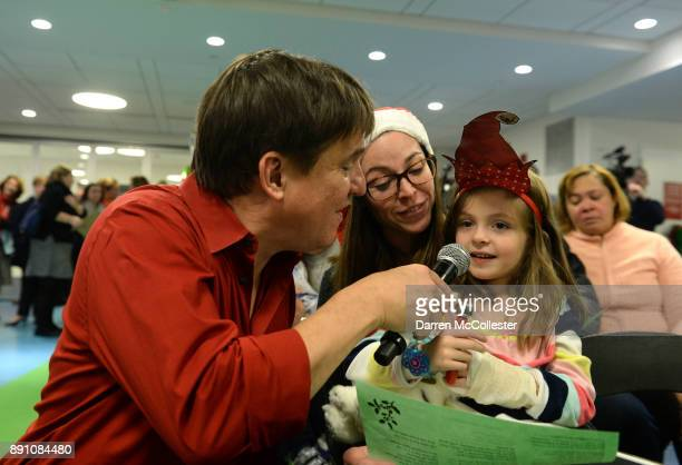 Boston Pops conductor Keith Lockhart sings with Grace and Mom at the Boston Pops Holiday Concert at Boston Children's Hospital December 12 2017 in...