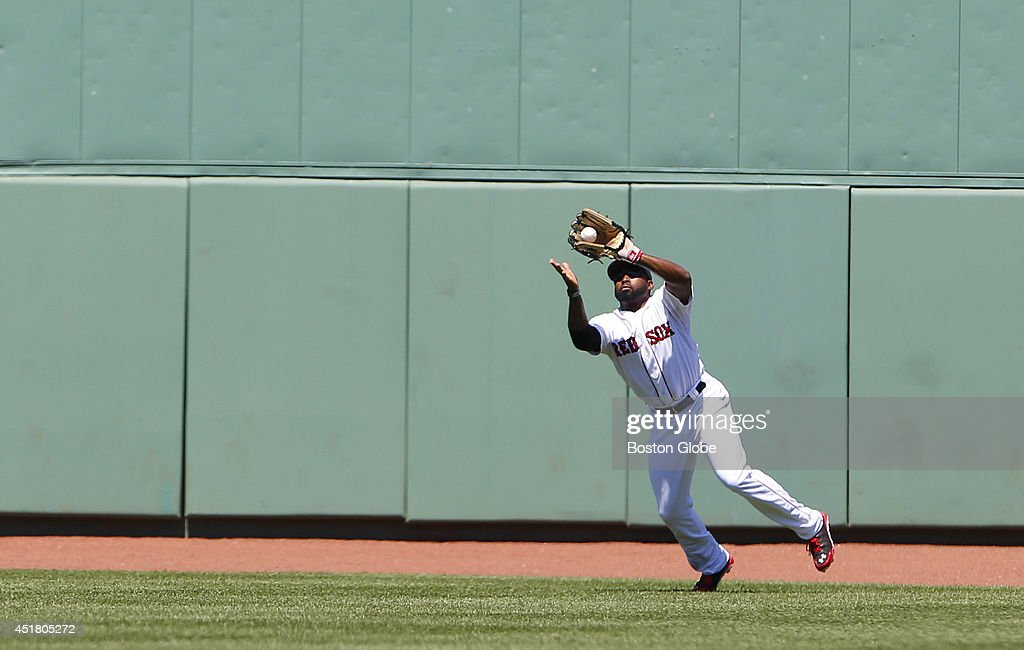 Boston Red Sox center fielder <a gi-track='captionPersonalityLinkClicked' href=/galleries/search?phrase=Jackie+Bradley+-+Jugador+de+b%C3%A9isbol&family=editorial&specificpeople=15049465 ng-click='$event.stopPropagation()'>Jackie Bradley</a> Jr. catches out Baltimore Orioles Ryan Flaherty during the second inning at Fenway Park in Boston, Mass. July 6, 2014.