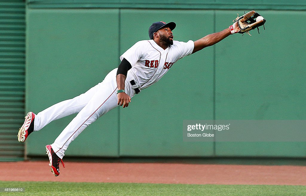 Boston Red Sox center fielder <a gi-track='captionPersonalityLinkClicked' href=/galleries/search?phrase=Jackie+Bradley+-+Jugador+de+b%C3%A9isbol&family=editorial&specificpeople=15049465 ng-click='$event.stopPropagation()'>Jackie Bradley</a> Jr. made a spectacular diving catch to rob Chicago's Tyler Flowers of a hit in the top of the second inning. The Boston Red Sox hosted the Chicago White Sox in a MLB game at Fenway Park.
