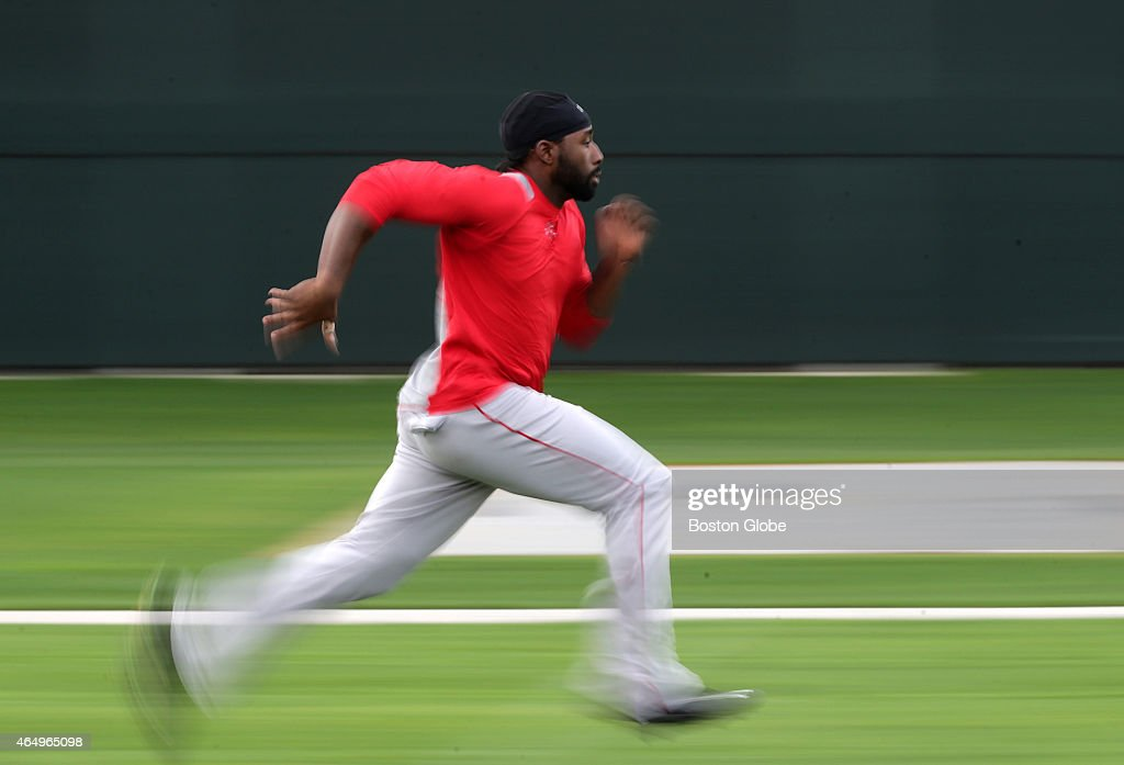 Boston Red Sox center fielder <a gi-track='captionPersonalityLinkClicked' href=/galleries/search?phrase=Jackie+Bradley+-+Jugador+de+b%C3%A9isbol&family=editorial&specificpeople=15049465 ng-click='$event.stopPropagation()'>Jackie Bradley</a> Jr. runs conditioning sprints at the end of the day.