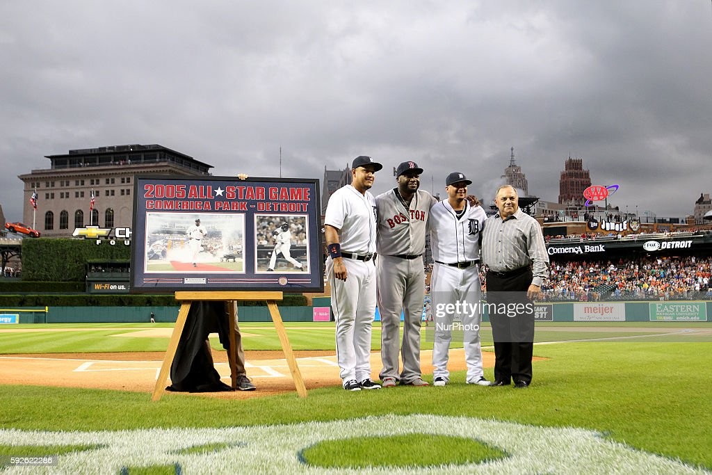 Boston Red Sox designated hitter David Ortiz pose for a group photo with Detroit Tigers first baseman Miguel Cabrera left designated hitter Victor...