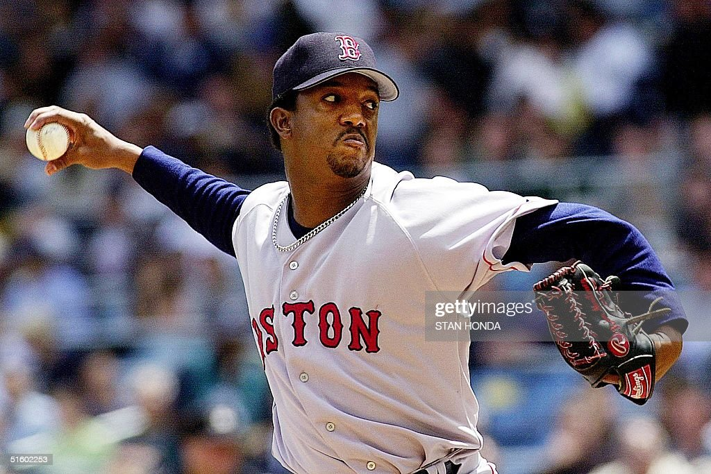 Boston Red Sox's pitcher <a gi-track='captionPersonalityLinkClicked' href=/galleries/search?phrase=Pedro+Martinez&family=editorial&specificpeople=171773 ng-click='$event.stopPropagation()'>Pedro Martinez</a> throws during the 2-1 loss to the New York Yankees 24 May, 2001 at Yankee Stadium in New York. Martinez record dropped to 6-1 as he suffered his first loss of the season. The Yankees won their fifth straight game against Martinez. AFP PHOTO/Stan HONDA