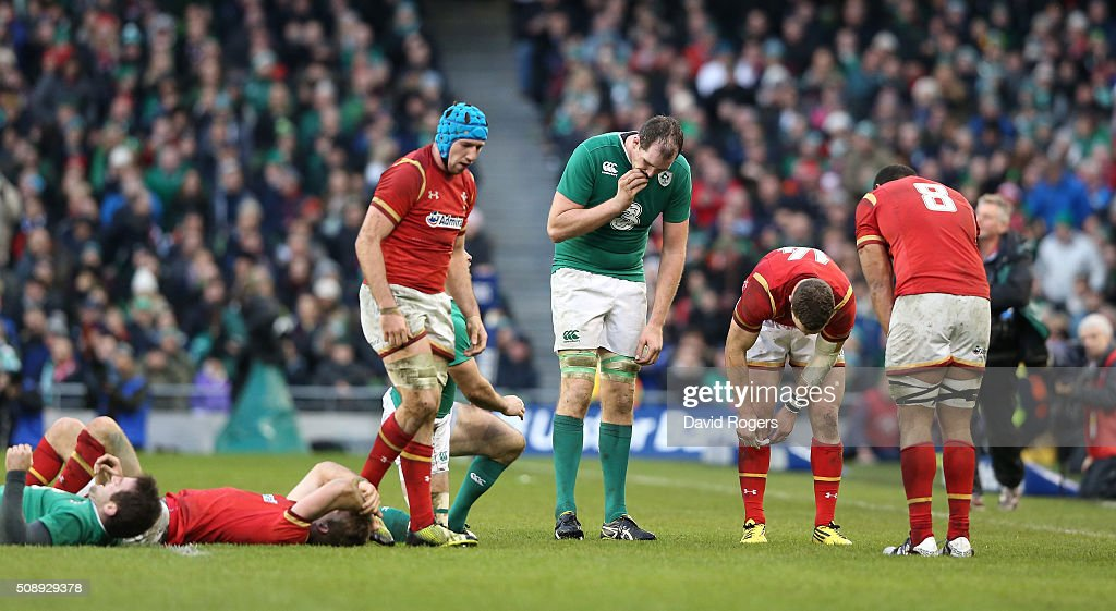 Both teams look dejected after the final whistle blows and the scores are level during the RBS Six Nations match between Ireland and Wales at the Aviva Stadium on February 7, 2016 in Dublin, Ireland.