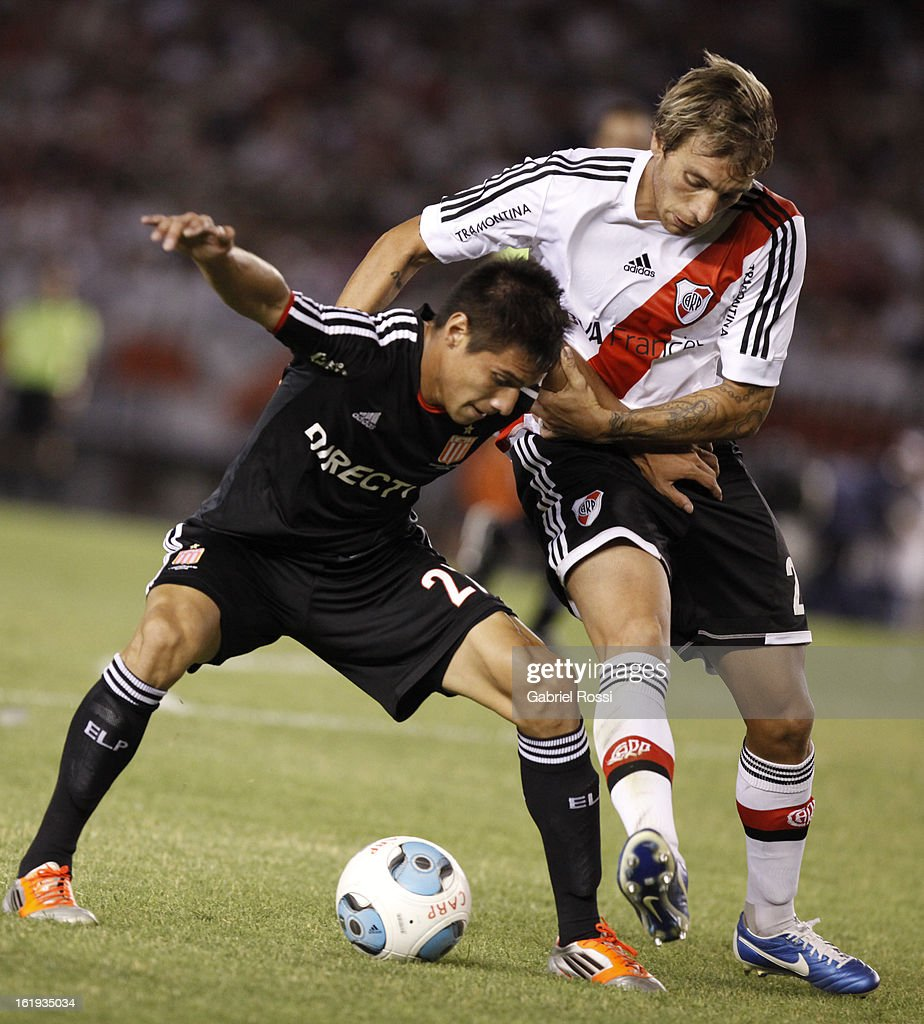 Botinelli of River Plate fights for the ball with Carlos Auzqui of Estudiantes during the match between River Plate and Estudiantes of Torneo Final 2013 on February 17, 2013 in Buenos Aires, Argentina.