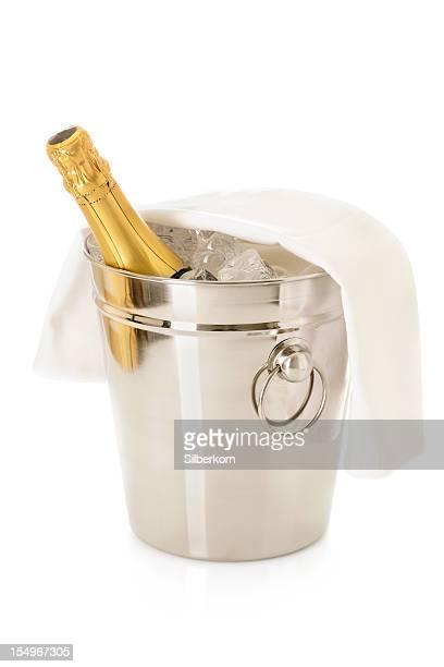 Flasche Champagner im Kühler