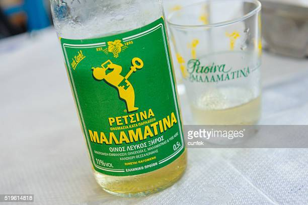 Bottiglia di vino bianco Retsina