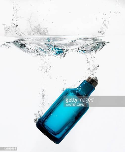 Spruzzi di acqua in bottiglia