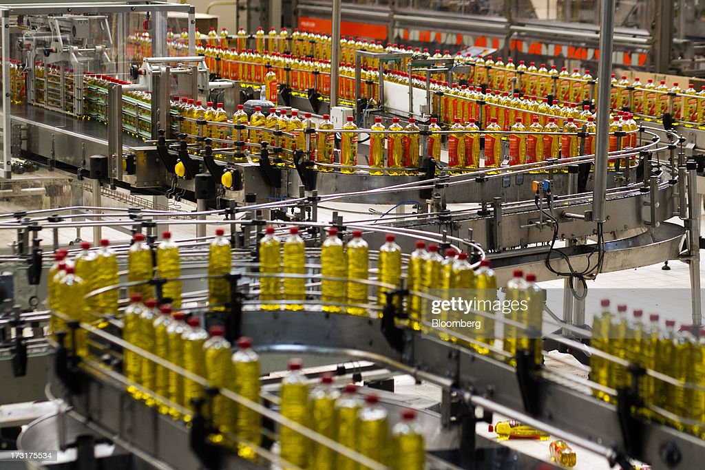 Bottles of Spanish olive oil move along the production line at the Carbonell SA plant, operated by Deoleo SA, in Alcolea, Spain, on Tuesday, July 9, 2013. JPMorgan was asked to explore sale of more than 30% stake in olive oil company Deoleo, Reuters reports, citing two people close to the deal. Photographer: Angel Navarrete/Bloomberg via Getty Images