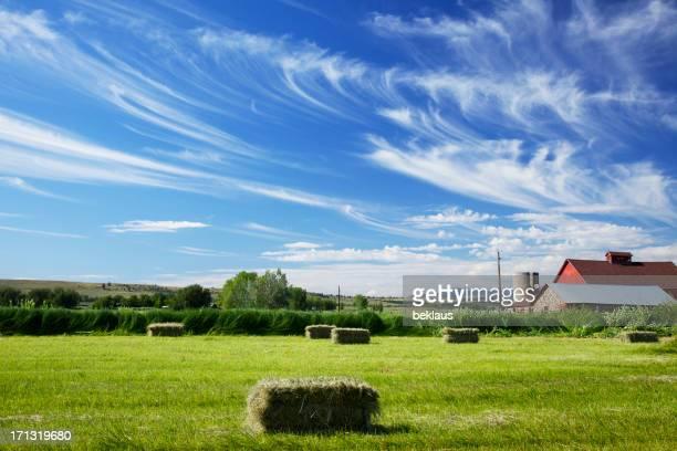 ボルダーコロラドレッドバーンと雲模様