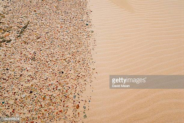 boundary between pebbles & smooth sand