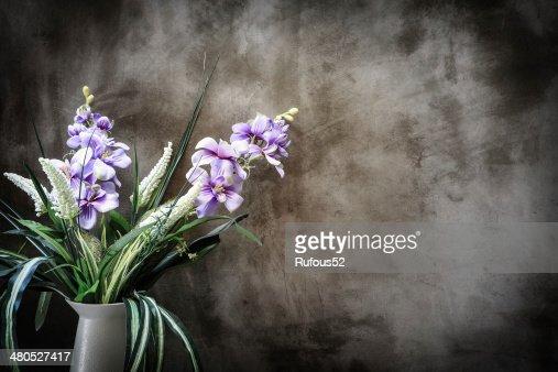 Bouquet di peonie in vaso da parete. Interni : Foto stock