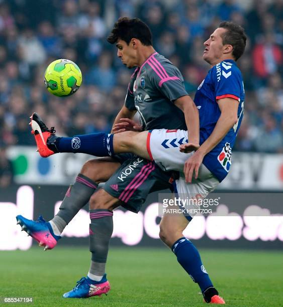 Bourg en Bresse's French midfielder Kevin Hoggas vies for the ball with Strasbourg's Belgian forward Baptiste Guillaume during the French L2 football...