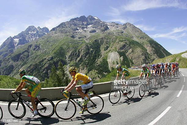 Bourgd'Oisans FRANCE Yellow jersey USA's Floyd Landis rides with his teammates in the Alps during the 182 km sixteenth stage of the 93rd Tour de...