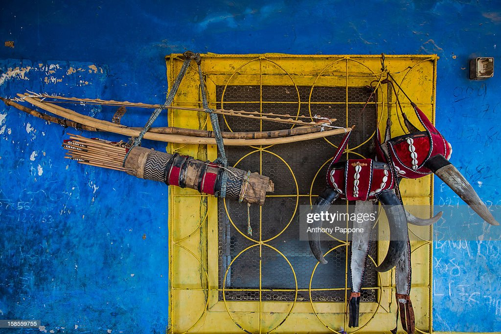 Bow and arrows and helmet use in ceremonies : Stock Photo