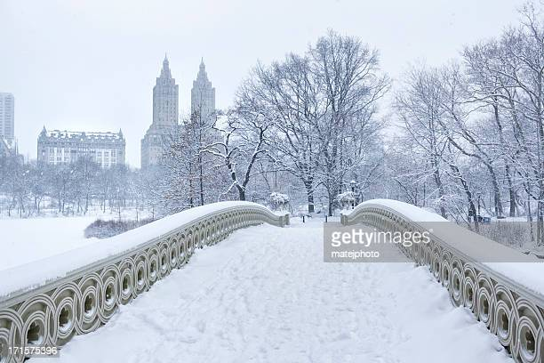 Bow Bridge avec côté ouest de l'hiver