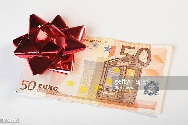 Bow on European union banknotes