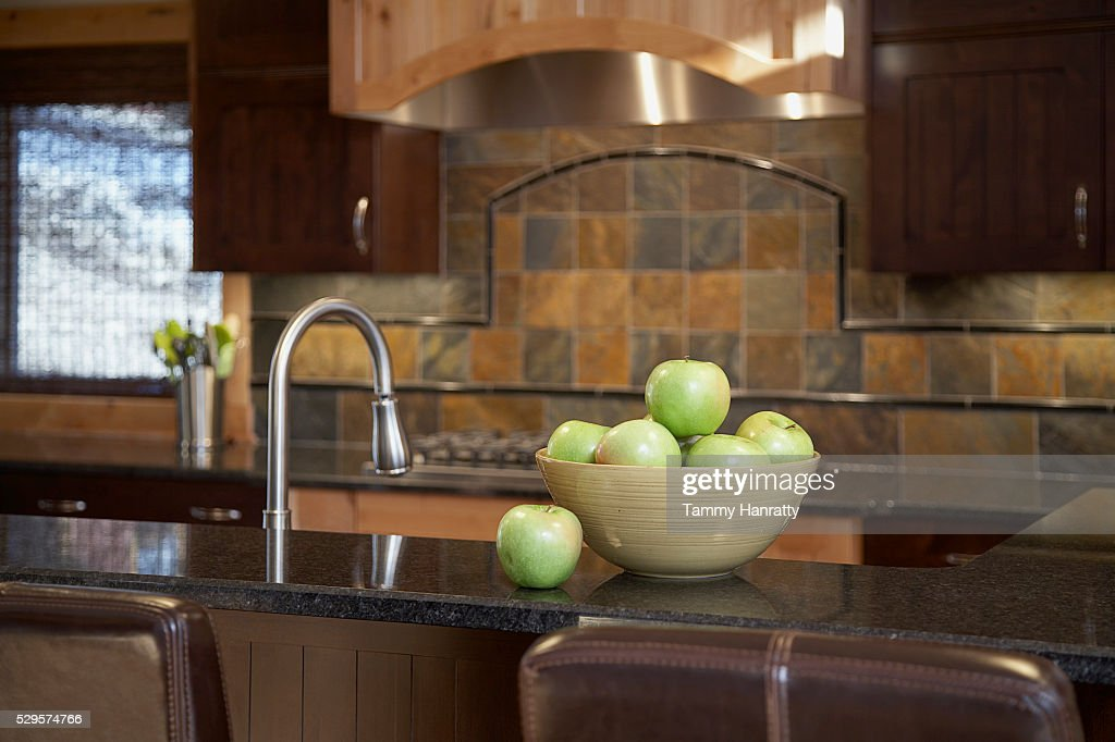 Bowl of apples on kitchen counter : Stock Photo