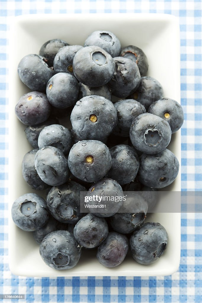 Bowl of blueberries, close up : Stock Photo