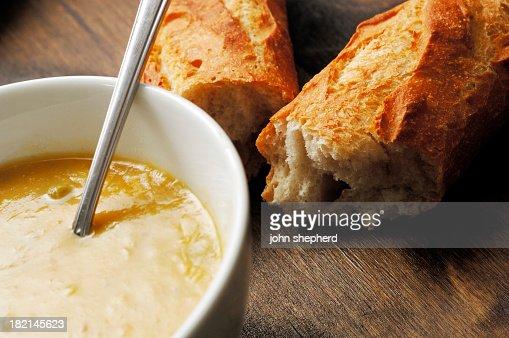 Paese di ciotola di zuppa di verdure con stick pane for Rustico paese francese