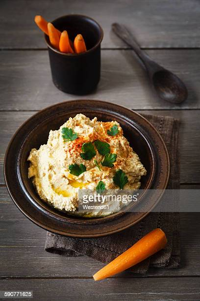 Bowl of Hummus and carrots