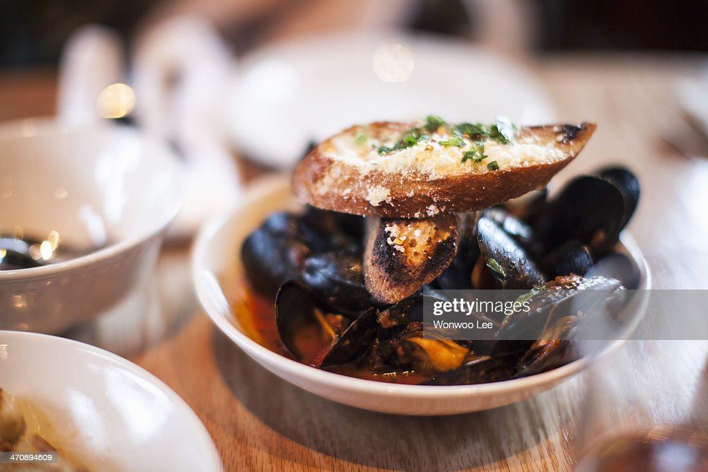 Bowl of mussels with garlic bread